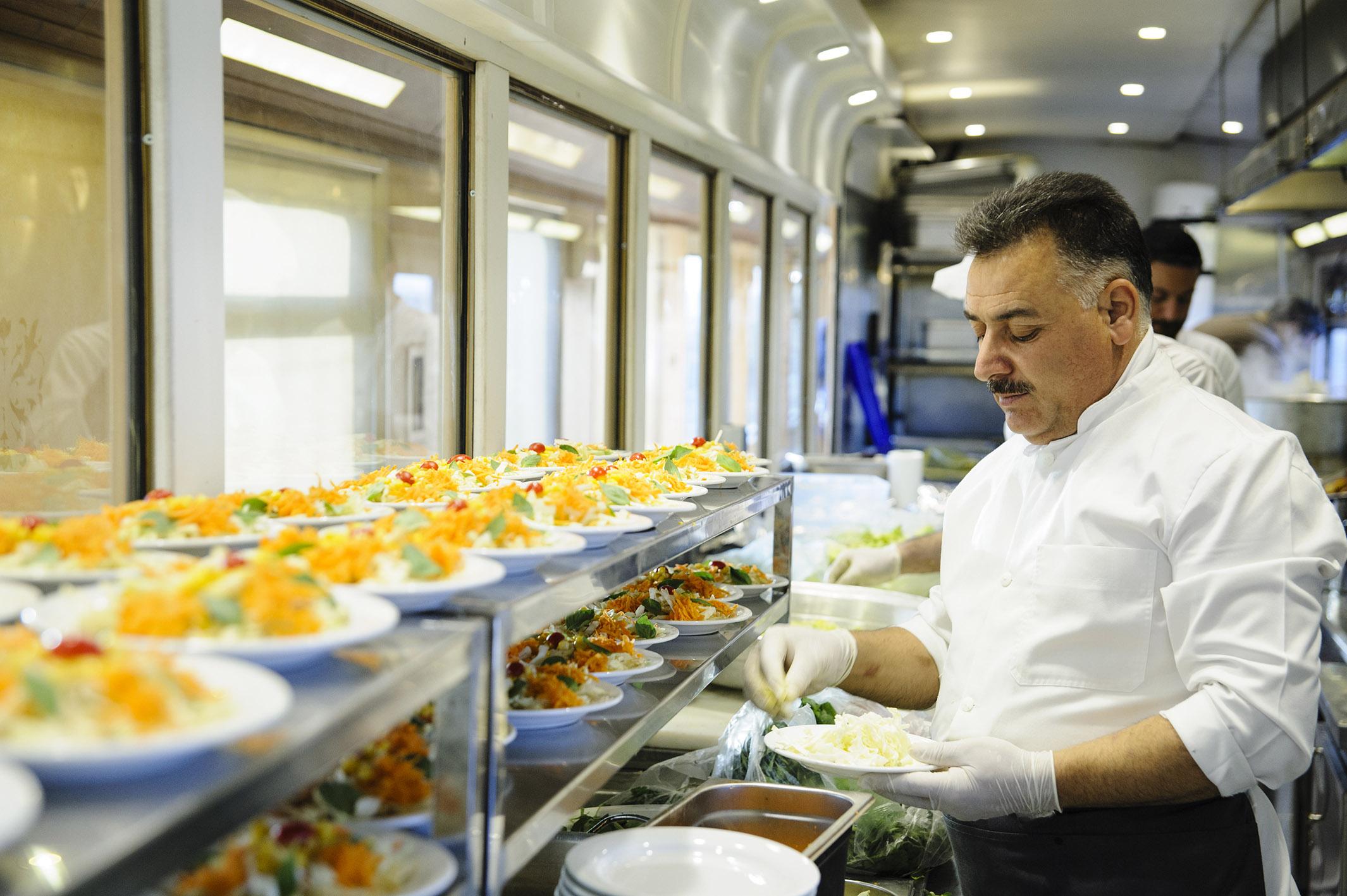 رستوران قطار زندگی رجا