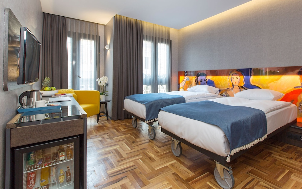 Lampa Design Hotel-Special Category
