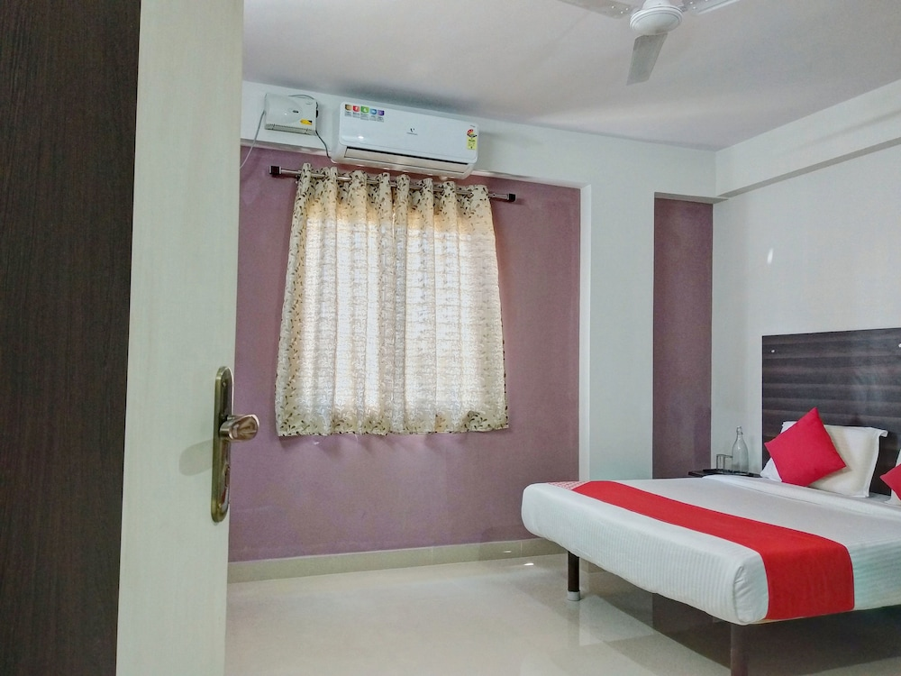 Varcity Abra Madiwala by OYO Rooms